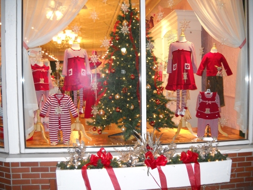Kid's Klothesline Holiday window